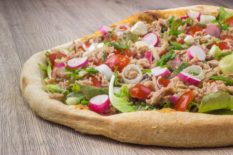 notre pizza bagnat, la recette nicoise du pan bagnat version pizza en livraison ou à emporter sur nice cimiez