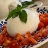 La crémeuse : Burrata des Pouilles 250gr, tomates cerise, pesto et son pain maison